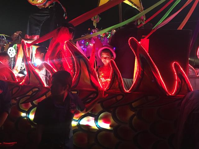 Tuyên Quang rực rỡ sắc màu trung thu với lễ hội lồng đèn khổng lồ - Ảnh 3.