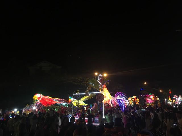 Tuyên Quang rực rỡ sắc màu trung thu với lễ hội lồng đèn khổng lồ - Ảnh 2.