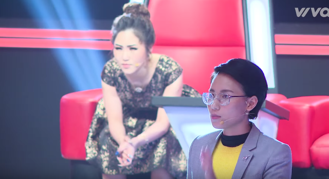 Giọng hát Việt nhí: Vũ Cát Tường rơi nước mắt trên ghế nóng - Ảnh 2.