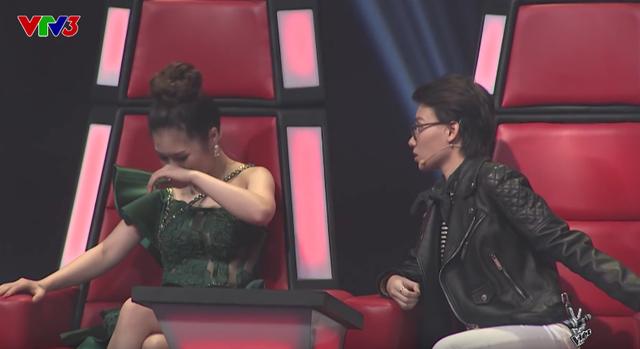 Giọng hát Việt nhí: Hương Tràm nấc nghẹn, Soobin gục đầu xuống ghế nóng khi loại thí sinh - Ảnh 2.