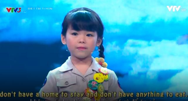 Trấn Thành nổi da gà với cô bé nói tiếng Anh như gió về môi trường - Ảnh 1.