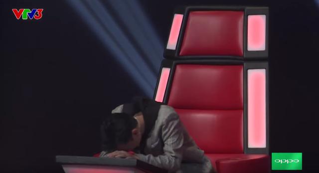 Giọng hát Việt nhí: Hương Tràm nấc nghẹn, Soobin gục đầu xuống ghế nóng khi loại thí sinh - Ảnh 3.