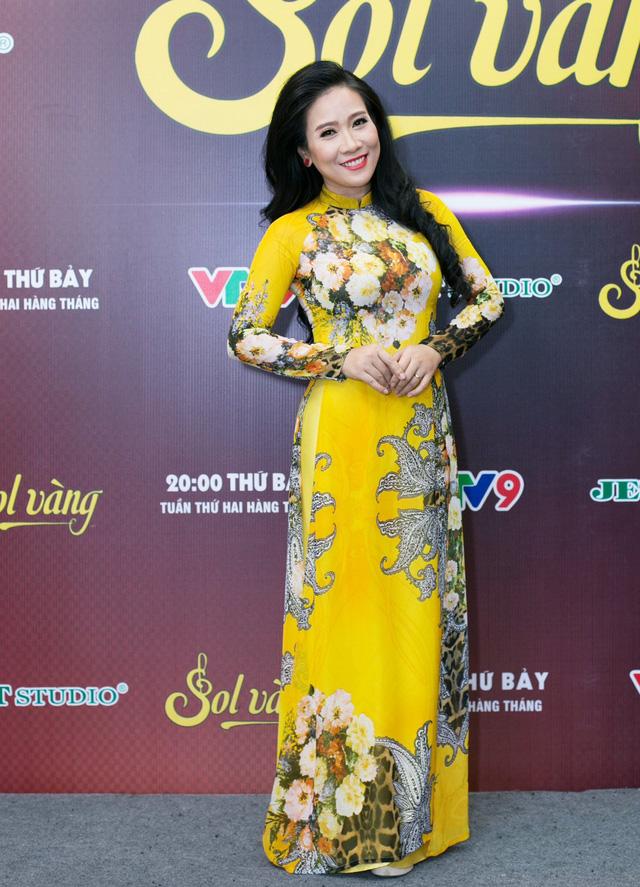 Cựu thành viên Mắt Ngọc khoe vẻ đẹp duyên dáng ở hậu trường Sol Vàng - ảnh 8