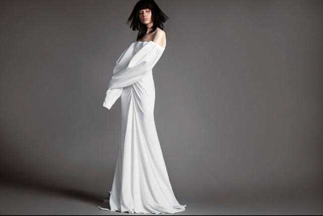 Không khoe eo thon, Vera Wang tung váy cưới ma mị, phá cách - Ảnh 4.