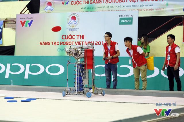 """Robocon Việt Nam 2017: """"Nghẹt thở"""" với những màn cản phá trên sân - Ảnh 13."""
