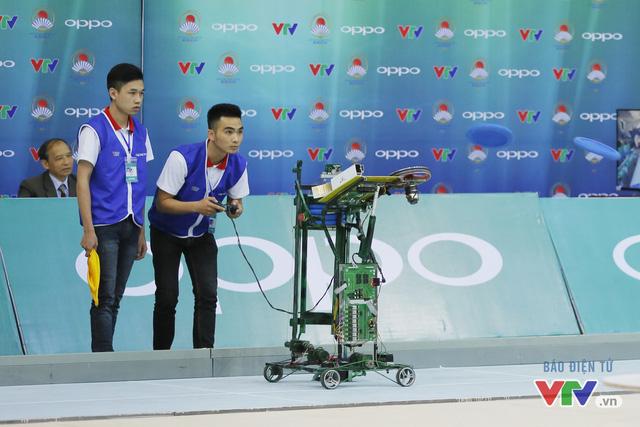 """Robocon Việt Nam 2017: """"Nghẹt thở"""" với những màn cản phá trên sân - Ảnh 7."""