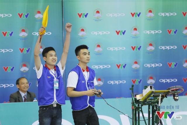 """Robocon Việt Nam 2017: """"Nghẹt thở"""" với những màn cản phá trên sân - Ảnh 8."""