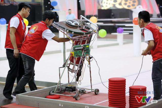 """Robocon Việt Nam 2017: """"Nghẹt thở"""" với những màn cản phá trên sân - Ảnh 36."""