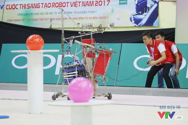 """Robocon Việt Nam 2017: """"Nghẹt thở"""" với những màn cản phá trên sân - Ảnh 29."""