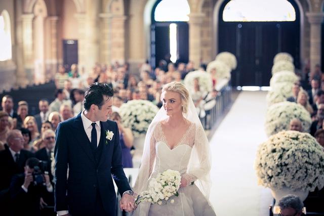 Cô dâu bàng hoàng khi đám cưới bạc tỷ bị phá hỏng bởi phù rể - Ảnh 2.