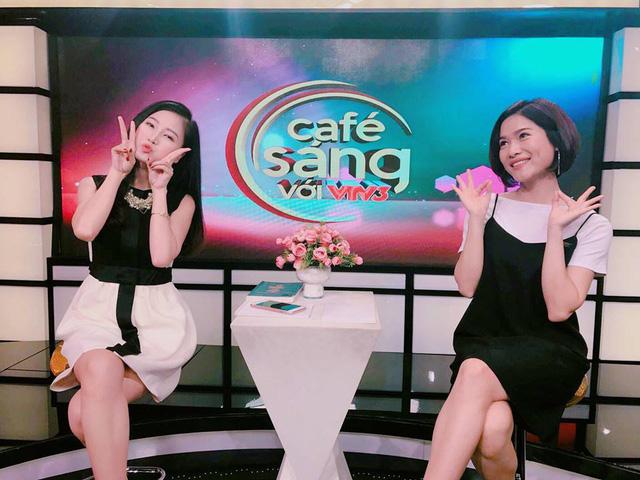 Những khoảnh khắc cực đáng yêu của dàn MC Café Sáng với VTV3 - Ảnh 1.