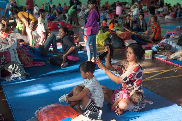 Indonesia ban bố cảnh báo cấp cao nhất về núi lửa phun trào tại Bali - Ảnh 4.