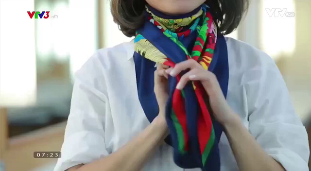 Sang chảnh, thanh lịch nơi công sở với muôn kiểu thắt khăn lụa - Ảnh 5.