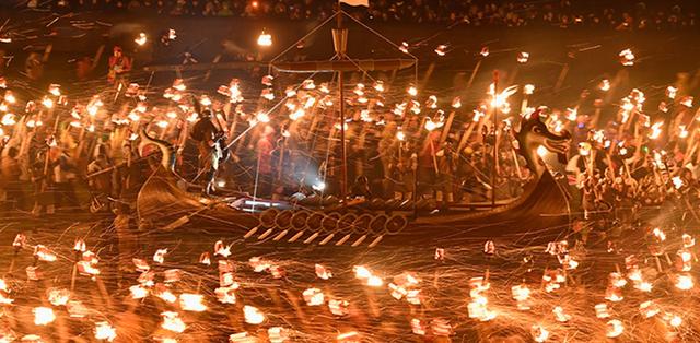 Những khoảnh khắc ấn tượng ở các lễ hội trên thế giới - Ảnh 10.