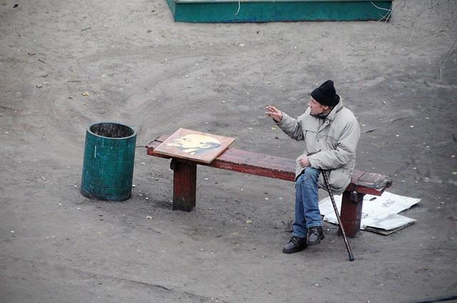 Nhiếp ảnh gia 10 năm chỉ chụp 1 chiếc ghế băng công viên - Ảnh 14.