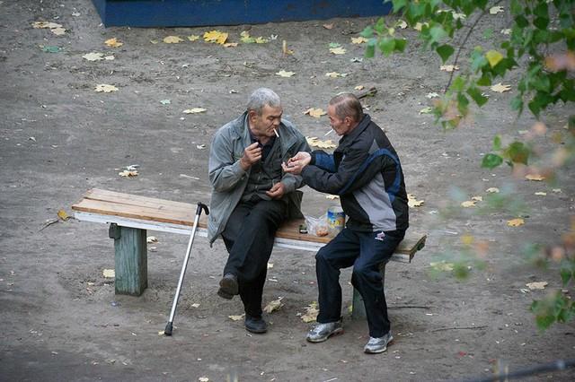 Nhiếp ảnh gia 10 năm chỉ chụp 1 chiếc ghế băng công viên - Ảnh 13.