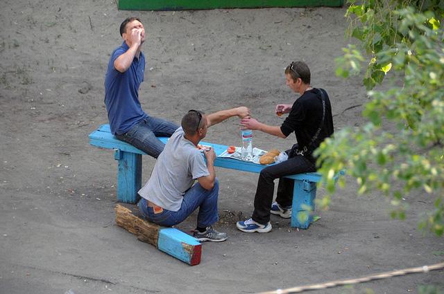 Nhiếp ảnh gia 10 năm chỉ chụp 1 chiếc ghế băng công viên - Ảnh 5.