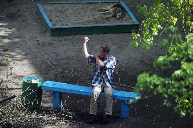 Nhiếp ảnh gia 10 năm chỉ chụp 1 chiếc ghế băng công viên - Ảnh 3.