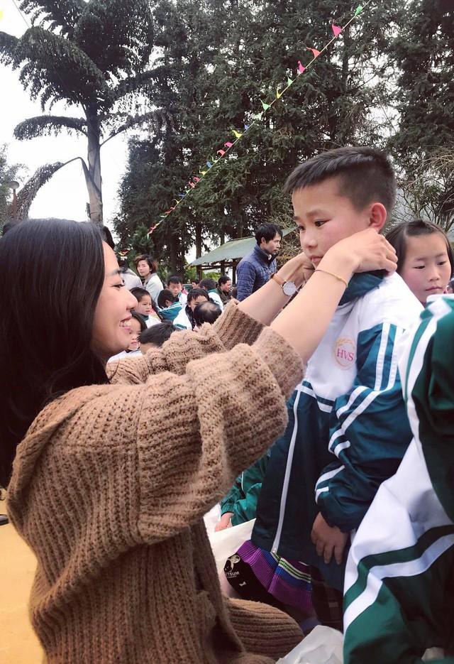Tết đến sớm với các em học sinh dân tộc Mông - Ảnh 9.