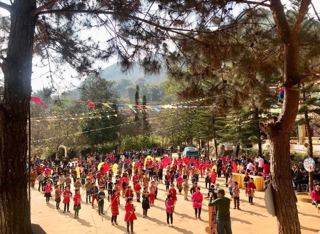 Tết đến sớm với các em học sinh dân tộc Mông - Ảnh 11.