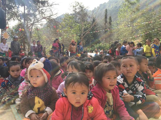 Tết đến sớm với các em học sinh dân tộc Mông - Ảnh 15.