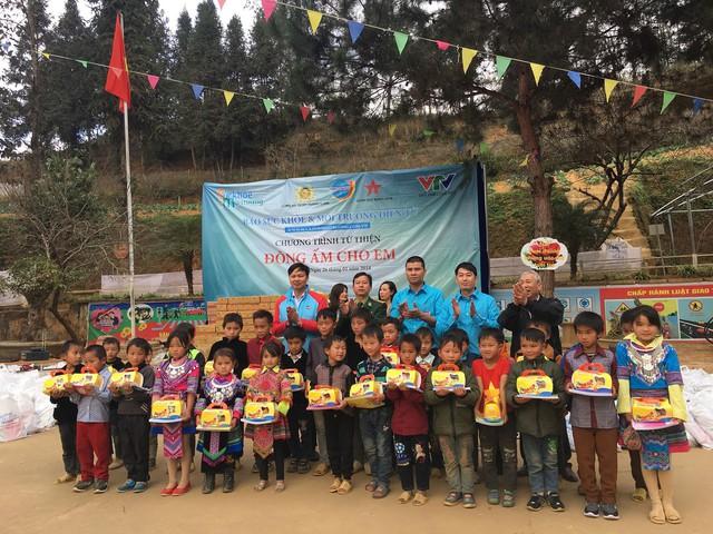 Tết đến sớm với các em học sinh dân tộc Mông - Ảnh 7.