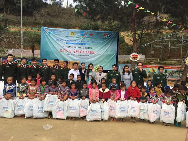 Tết đến sớm với các em học sinh dân tộc Mông - Ảnh 8.