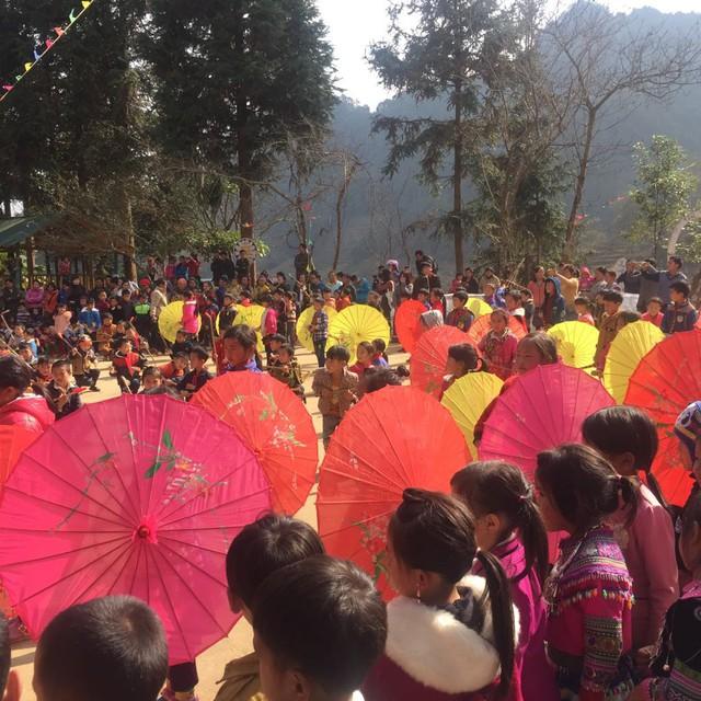 Tết đến sớm với các em học sinh dân tộc Mông - Ảnh 13.