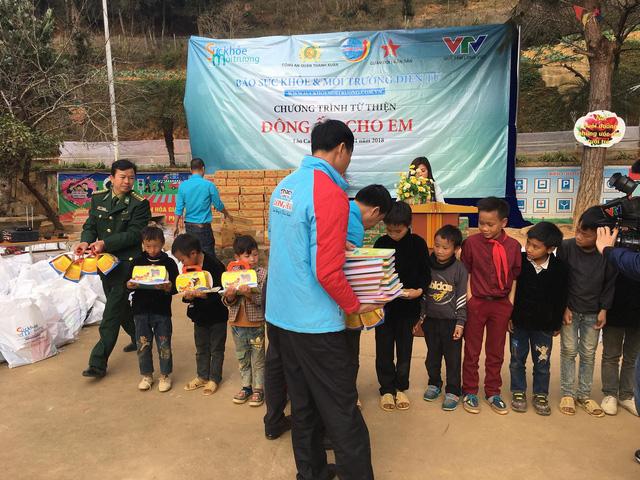 Tết đến sớm với các em học sinh dân tộc Mông - Ảnh 6.