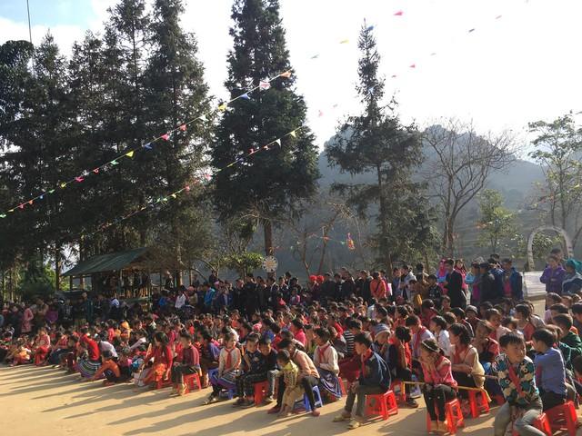 Tết đến sớm với các em học sinh dân tộc Mông - Ảnh 12.