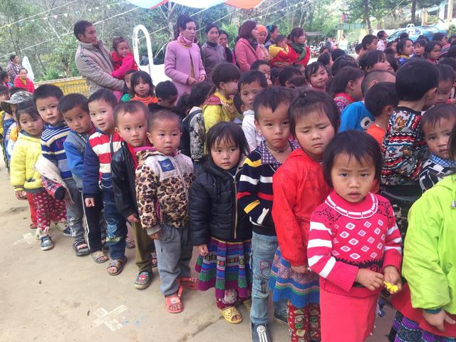 Tết đến sớm với các em học sinh dân tộc Mông - Ảnh 14.