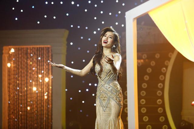 Phương Trinh Jolie diện váy xẻ cao đầy quyến rũ hát Tình đời - Ảnh 3.