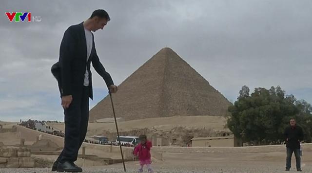 Người cao nhất và thấp nhất thế giới hội ngộ - Ảnh 1.