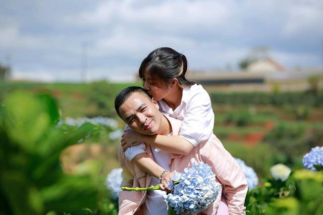 MC Hoàng Linh Chúng tôi là chiến sĩ tung ảnh cưới đẹp như mơ tại Đà Lạt - Ảnh 3.