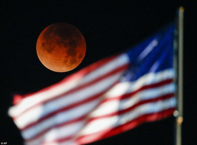 """Đẹp kì diệu trăng xanh, trăng máu và siêu trăng """"3 trong 1"""" trong đêm 31/1 - Ảnh 2"""