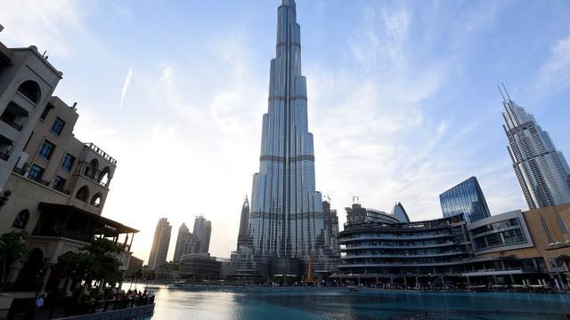 Kinh ngạc trước những con số kỷ lục của tòa tháp chọc trời giữa Dubai - Ảnh 1.