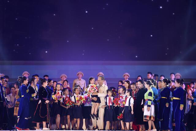 Nữ đạo diễn 8X xúc động khi tái hiện thành công hình ảnh Bác Hồ thăm Yên Bái - Ảnh 4.