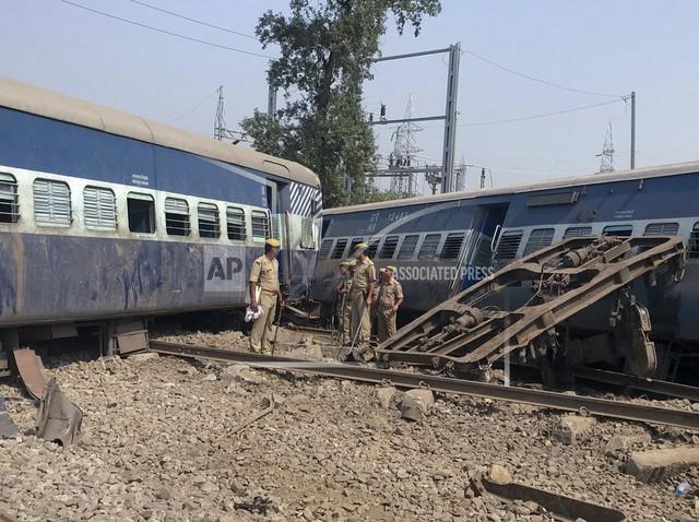 Tai nạn tàu hỏa tại Ấn Độ, ít nhất 6 người chết, 60 người bị thương - Ảnh 1.