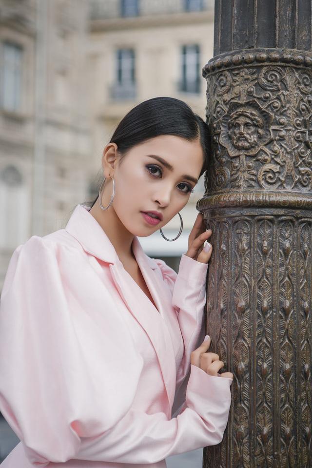 Hoa hậu Tiểu Vy khoe trọn bộ ảnh đẹp say đắm tại Pháp - Ảnh 1.