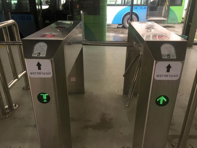 Hà Nội chính thức sử dụng vé điện tử tại xe bus nhanh BRT - Ảnh 7.