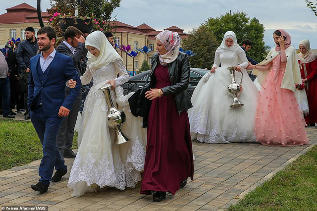 Tổ chức đám cưới tập thể với 200 cặp đôi tại Nga - Ảnh 3.