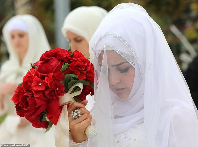 Tổ chức đám cưới tập thể với 200 cặp đôi tại Nga - Ảnh 8.