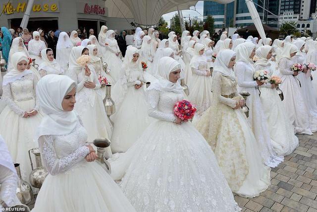 Tổ chức đám cưới tập thể với 200 cặp đôi tại Nga - Ảnh 2.