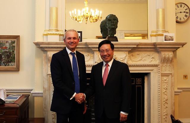 Phó Thủ tướng Phạm Bình Minh thăm chính thức Liên hiệp Vương quốc Anh và Bắc Ireland - Ảnh 2.