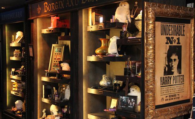Du khách háo hức trải nghiệm tại triển lãm Harry Potter - Lịch sử của phép màu - Ảnh 7.