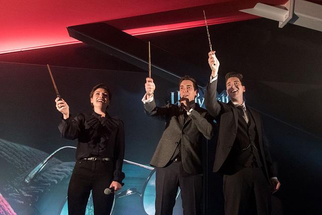 Du khách háo hức trải nghiệm tại triển lãm Harry Potter - Lịch sử của phép màu - Ảnh 2.