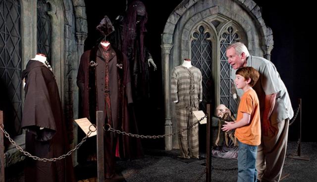 Du khách háo hức trải nghiệm tại triển lãm Harry Potter - Lịch sử của phép màu - Ảnh 4.