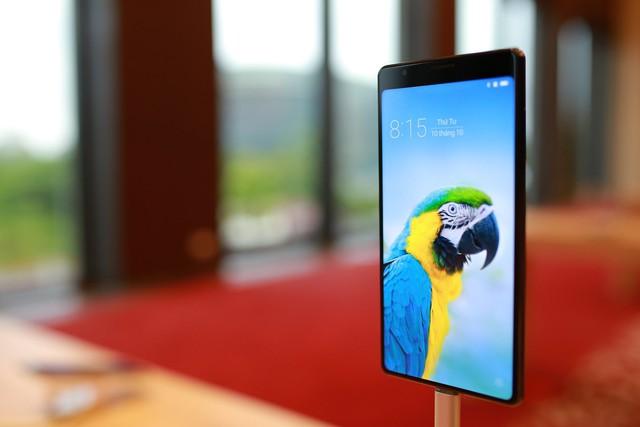Cận cảnh bom tấn smartphone Bphone 3 của Bkav - Ảnh 1.