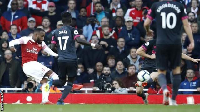 Giúp Arsenal thăng hoa, Lacazette ẵm cú đúp danh hiệu - Ảnh 1.