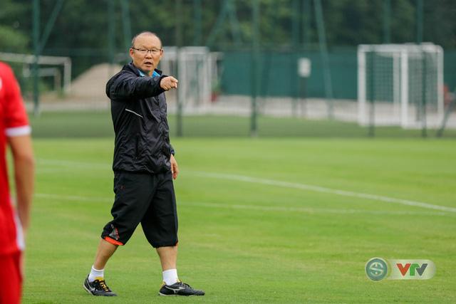 ĐTQG Việt Nam tập buổi đầu tiên chuẩn bị cho AFF Cup 2018 - Ảnh 10.